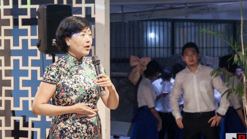 由合唱团带来的男女混声合唱《龙的传人》是重庆大学纪念建团95周年团